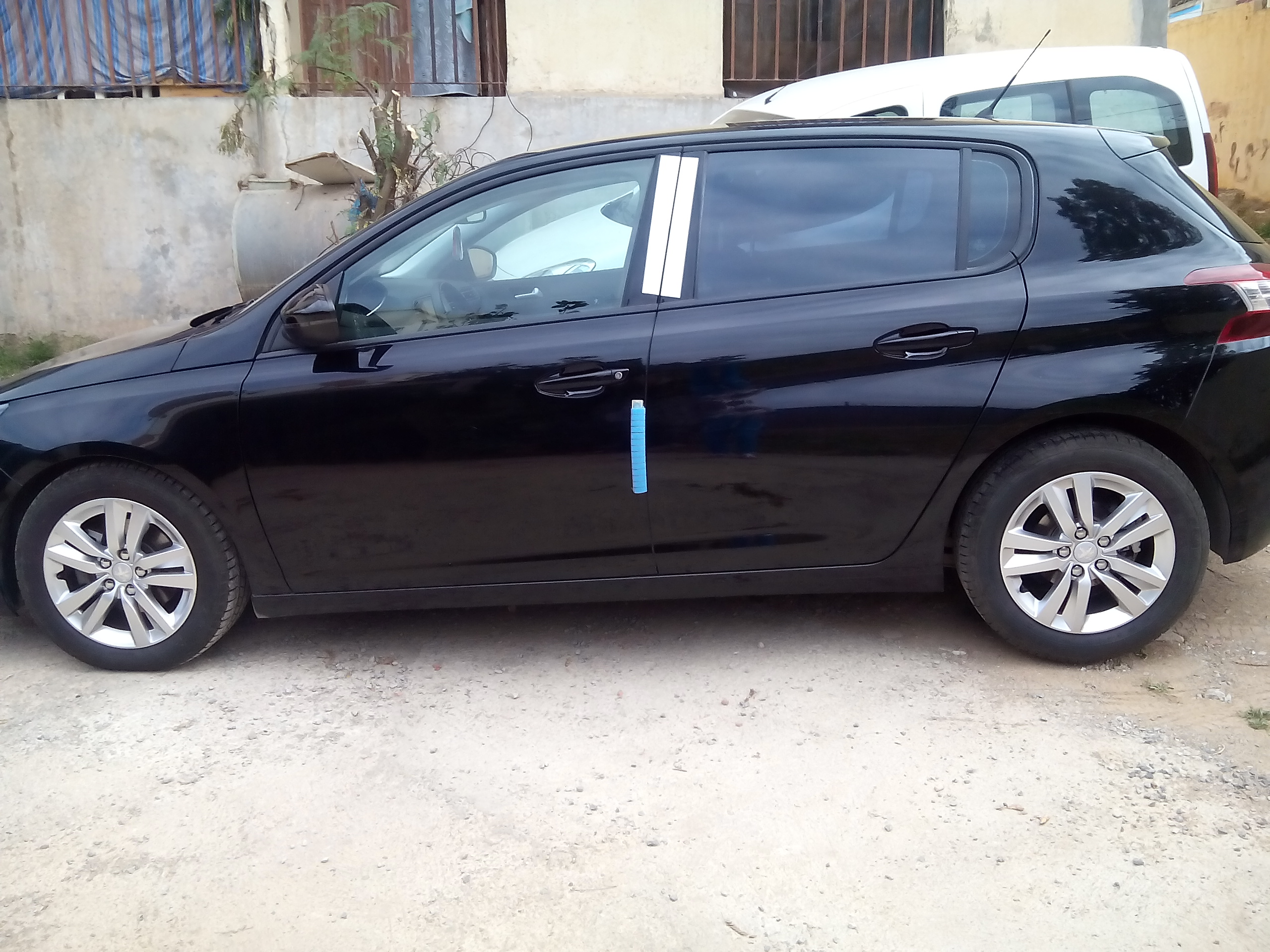 Peugeot 308 Active 2015 ouedkniss
