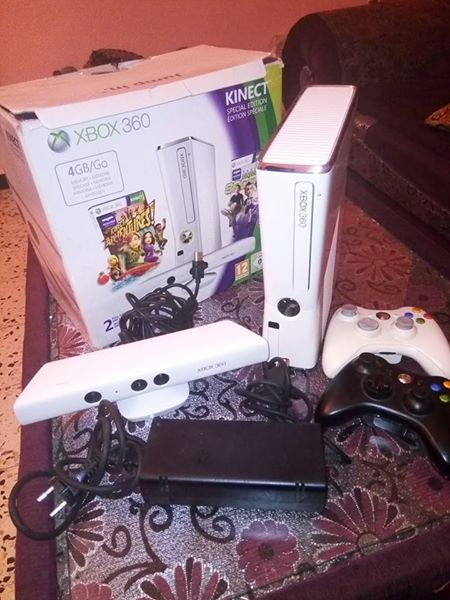 xbox360  4 giga 2 manettes ouedkniss