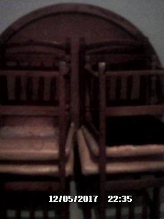à vendre table ronde avec 4 chaises pour sallon peu servie. ouedkniss