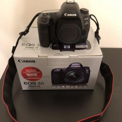 Canon EOS 5D Mark IV DSLR Camera ouedkniss